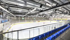 Nueva pista de patinaje sobre hielo / Herrmann + Bosch Architekten