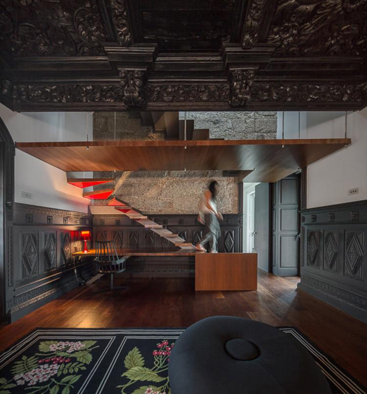 Winner in the Refurbishment Category. House in Guimarães / Elisabete de Oliveira Saldanha. Image © Fernando Guerra   FG+SG