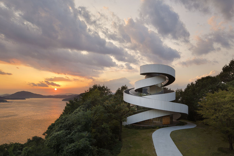 Winner in the Religious Architecture Category. Ribbon Chapel / NAP Architects. Image © Koji Fujii, Nacasa & Partners inc