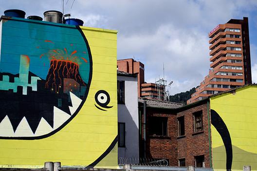 El papel del arte urbano en el Corredor Cultural de la Calle 26 en Bogotá, 20.26 DC, proyecto ganador de una de las becas de intervención artística temporal sobre la calle 26 otorgada por IDARTES.. Image © Ricardo Zokos