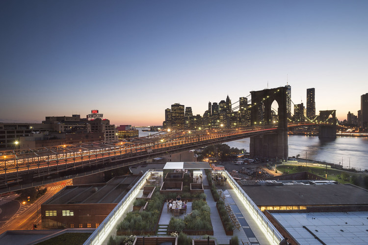 James Corner Field Operations Highlights New York's Skyline with Rooftop Garden, © Matthew Williams, Courtesy of Two Trees Management Company
