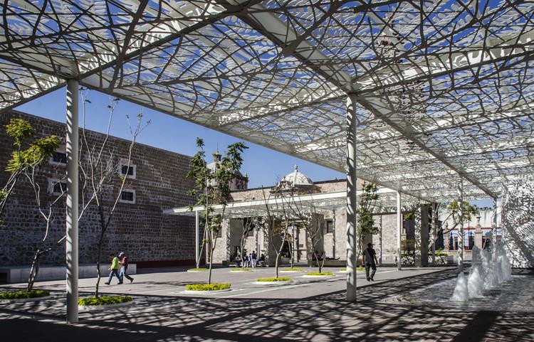 Patio de las jacarandas rescate urbano del centro for Construcciones modernas