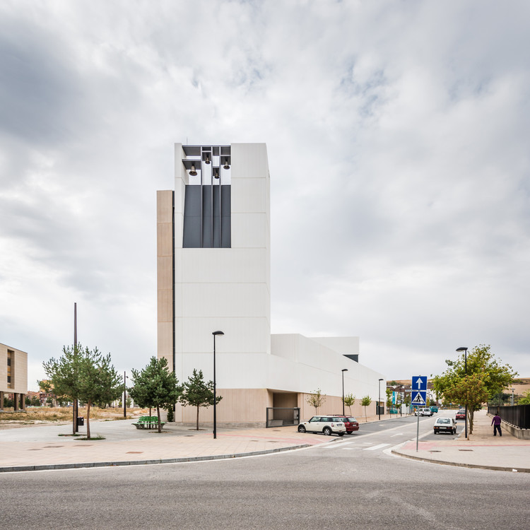 Parish Church and Community Centre  / VZ Arquitectos, © Juan Carlos Quindós