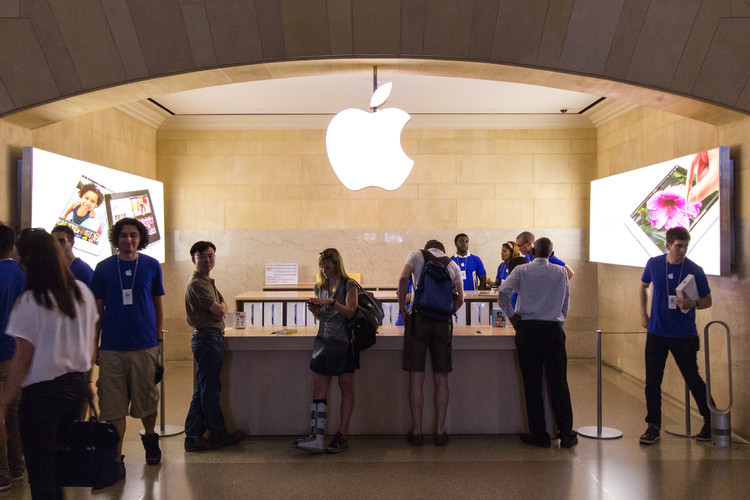 Apple Wins 2016 New York Landmarks Conservancy Chairman's Award, Apple's retail location in Grand Central Terminal. Image © Flickr CC User Stephen Weppler