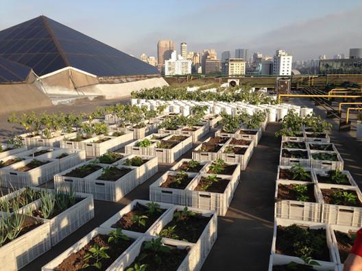 El mall que en su techo tiene un huerto y reaprovecha las sobras de su patio de comida, © Shopping Eldorado