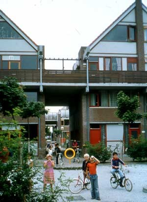 "Residential ""open building"" in Molenvliet, the Netherlands, 1977. Image © Stephen Kendall"