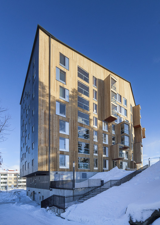 Puukuokka Housing Block / OOPEAA Office for Peripheral Architecture (Jyväskylä, Finland). Image © Mikko Auerniitty