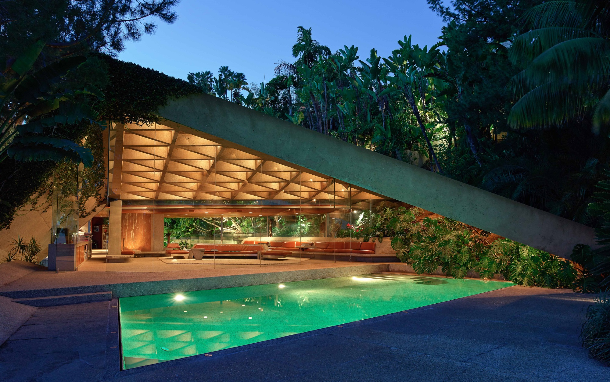 John lautner 39 s goldstein house gifted to lacma by its for Big modern house tour