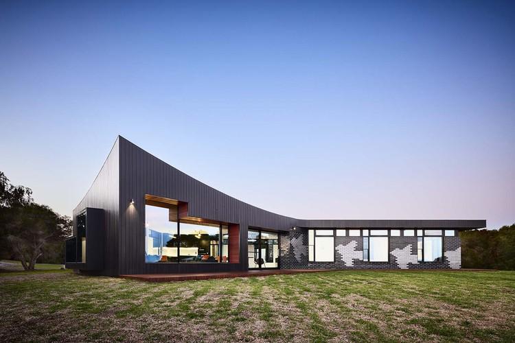 Waratah Bay House / Hayne Wadley Architecture, © Rhiannon Slatter