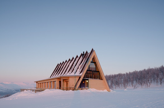 Mountain Restaurant Bjo?rk in Hemavan / Murman Architects