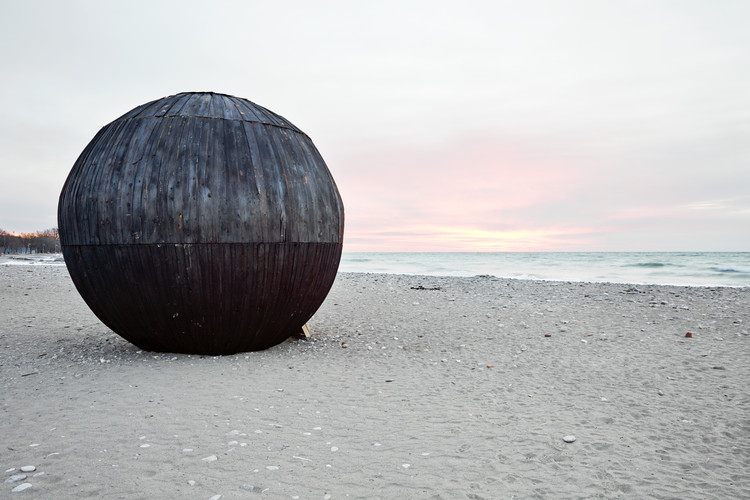 Whimsical Winter Stations Warm Toronto's Beaches, In the Belly of a Bear. Image © Ben Rahn/A-Frame Studio