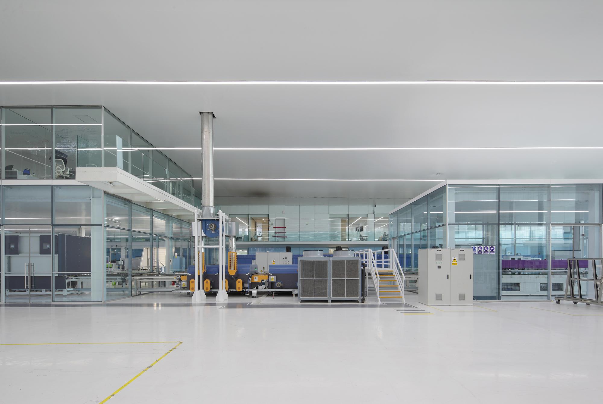 Nave industrial y oficinas agp eglass v oid plataforma - Fotos naves industriales ...