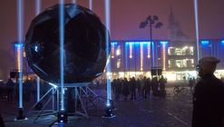 La instalación 'Moonolith' refleja la luna y las estrellas en domo geodésico