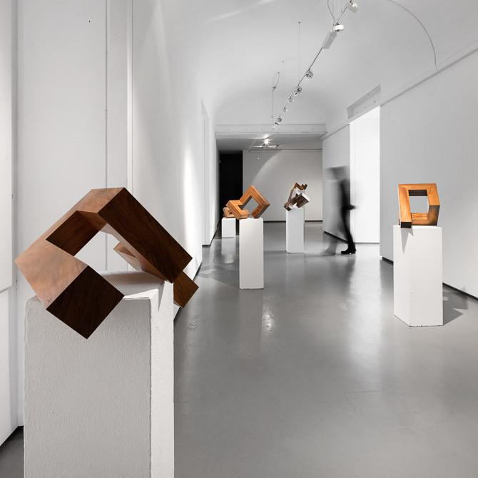 Exhibition: distance(s) -  sculptures by Pedro Léger Pereira, © Fernando Guerra| FG+SG