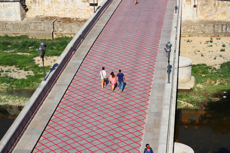 Intervención urbana en el Pont de Pedra recuerda el vecino Pont de Ferro de Gustave Eiffel, © Josep Fernández Margalef  /  Pablo González González