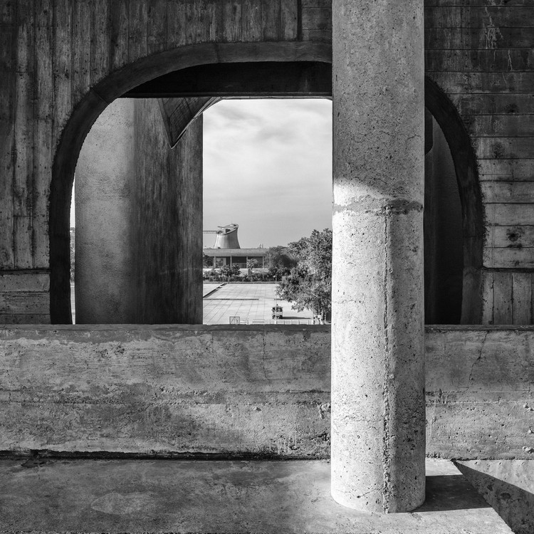 Cross Reflections: Architecture, Photography and Text