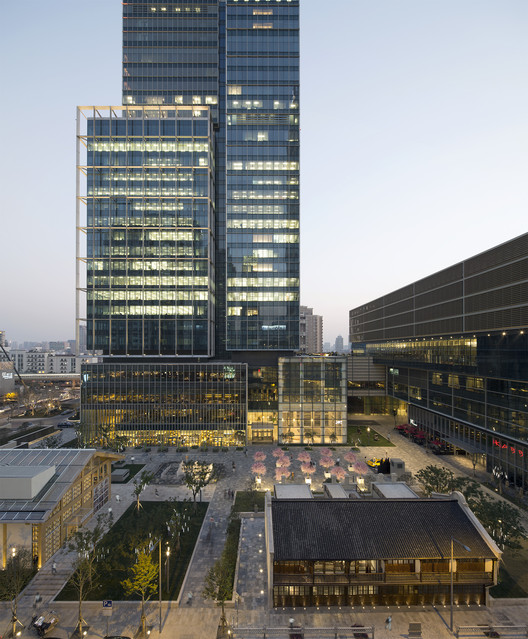 China Urban Habitat Award: Jing An Kerry Centre, Shanghai. Image © H.G. Esch, courtesy of KPF