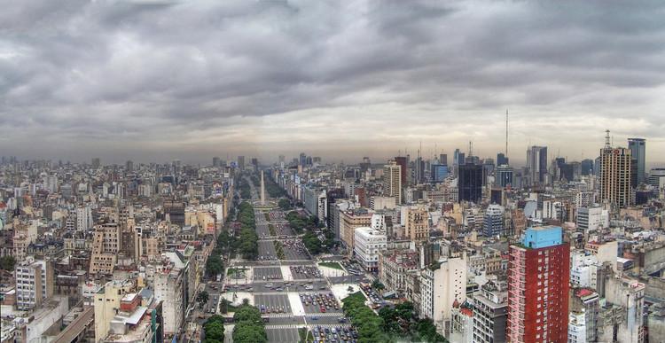 Densificar la región metropolitana de Buenos Aires: Estrategias y acciones para una ciudad más compacta y eficiente, Buenos Aires. Image vía Wikimedia.org