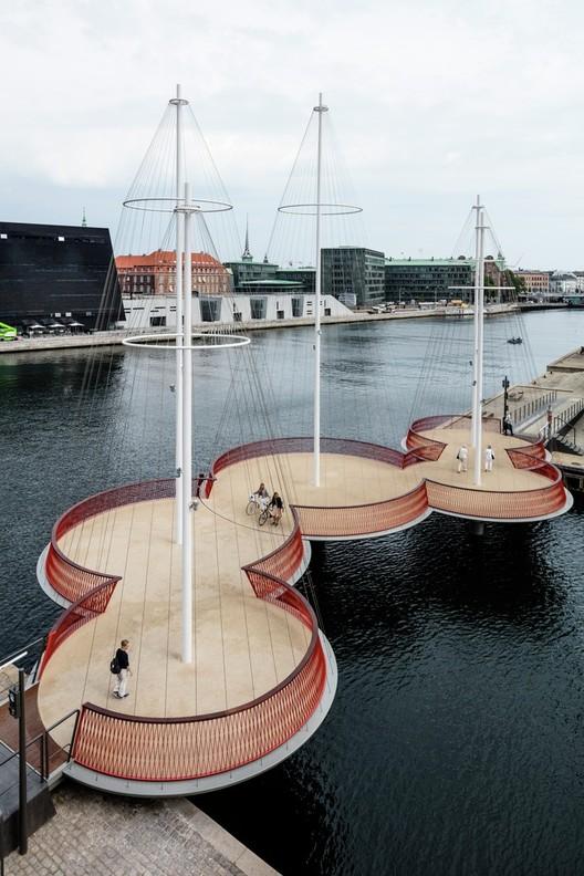 Olafur Eliasson, Cirkelbroen (El puente circular), 2015. Christianshavns Kanal, Copenhagen. Foto: Anders Sune Berg. Un regalo de Nordea-fonden para la ciudad de Copenhagen.