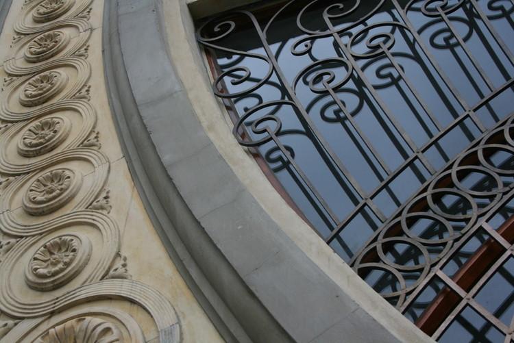 Detalle del Teatro Faenza. Image vía Herencia Mía