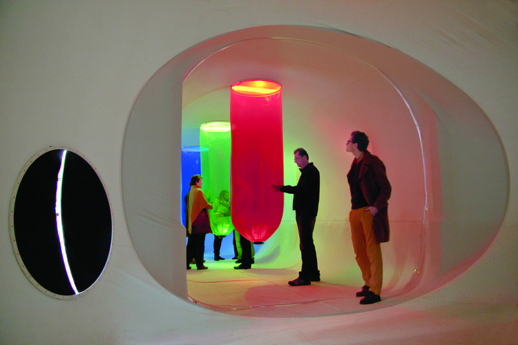 Chapter 5 Interview with Plastique Fantastique: Plastique Fantastique used a digital camera to transform sunlight from the sky above to audible frequencies with a series of woofers. Image © RIBA Publications