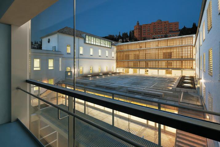 Rehabilitación del antiguo hospital militar para la Escuela Técnica Superior de Arquitectura de Granada. Image vía CSCAE