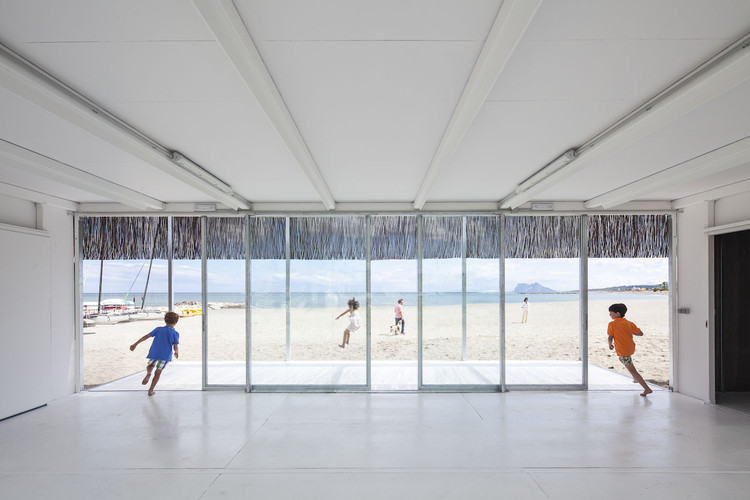 Escuela de Vela de Sotogrande. Image © Montse Zamorano