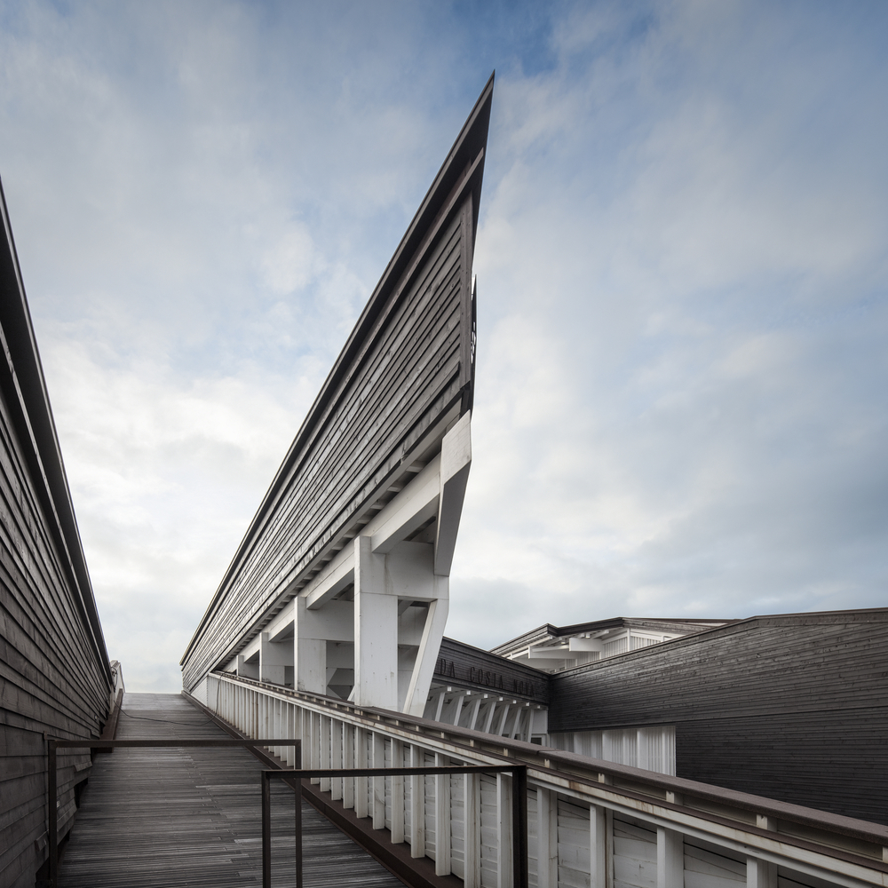 Costa Nova Social and Cultural Center / ARX Portugal