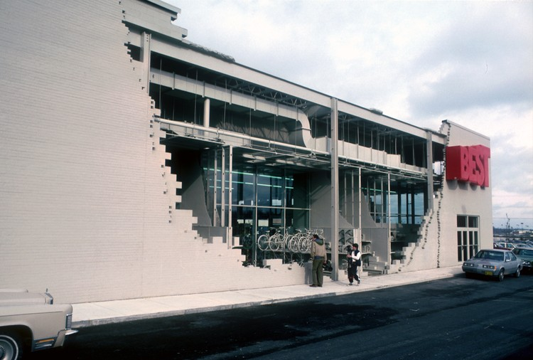 BEST Products Inside/Outside Building (1984). Image © SITE