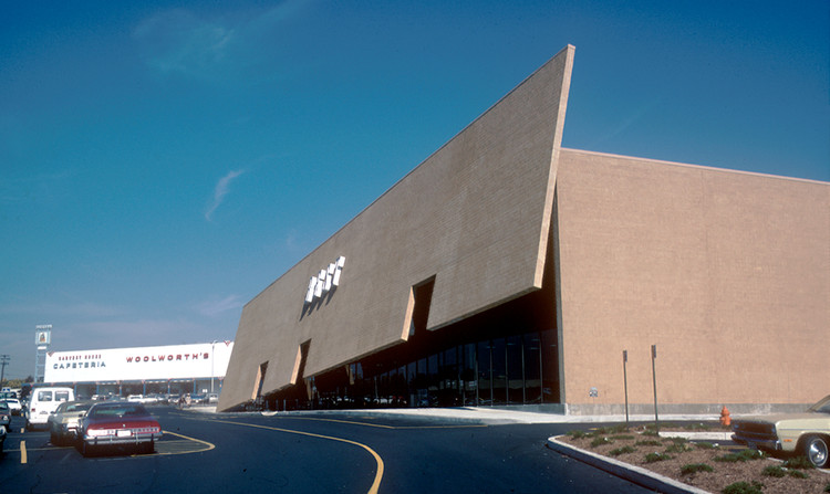 BEST Products Tilt Building (1976). Image © SITE