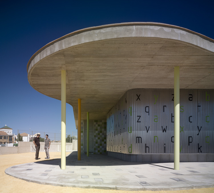 "Infant Pavilion for the Public Primary School ""La Barrosa""  / Gabriel Verd, © Jesús Granada"