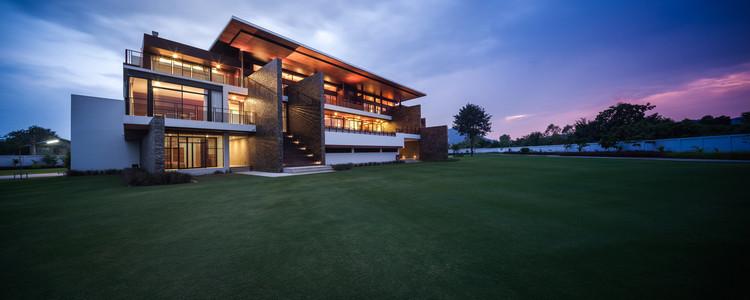 Bang Sa Ray House / Junsekino Architect and Design, © Spaceshift Studio