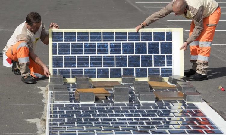 Francia anuncia que pavimentará 1000 km de carretera con paneles solares