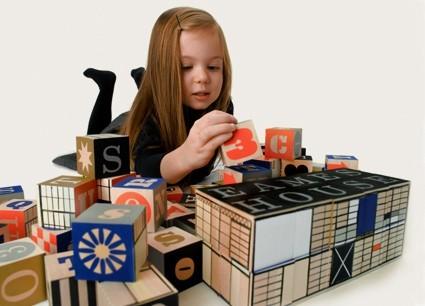 Eames House Blocks - Juego diseñado por Charles y Ray Eames, basado en el sistema de vivienda experimentado en la Case Study No. 8 en 1949.. Image