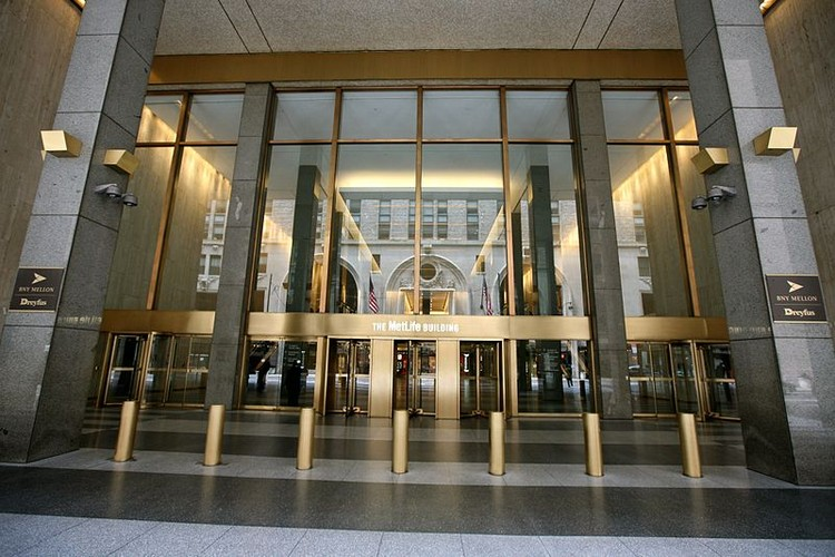 The current ground-level entrance to the MetLife building. Image © Flickr user proimos licensed under CC BY 2.0