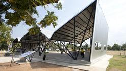 Comedor de la escuela comunitaria Chonnabot / INDA Design Build  + Peter Strzebniok