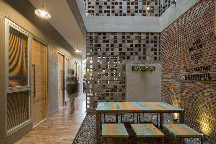 Bioclimatic and Biophilic Boarding House / Andyrahman Architect, © Mansyur Hasan