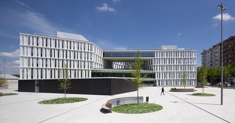 Oficinas para el ayuntamiento de vitoria gasteiz idom plataforma arquitectura - Arquitectos en vitoria ...