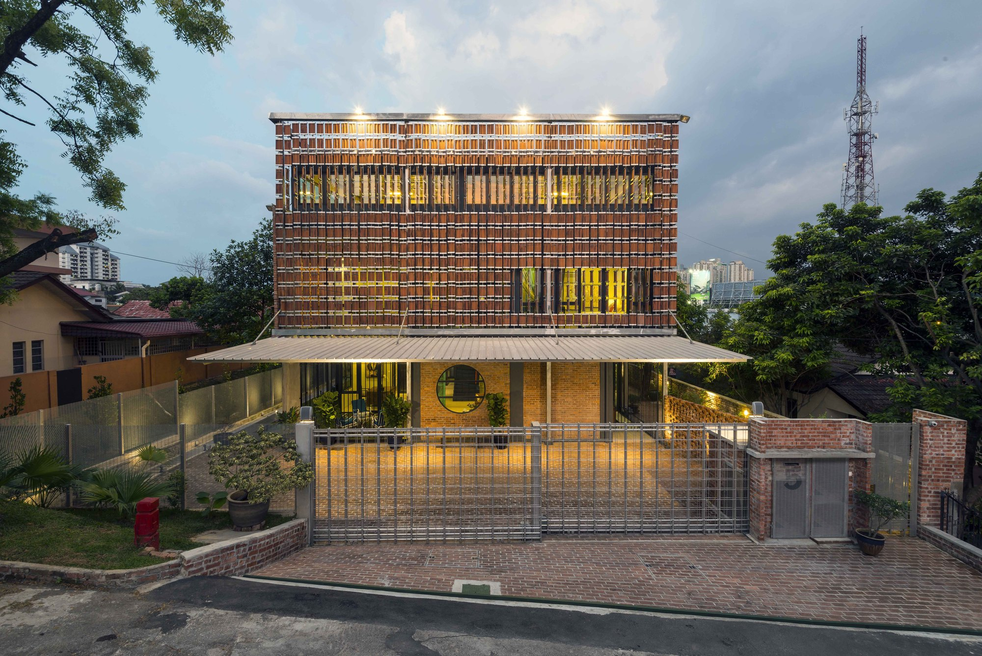 Clay roof house drtan lm architect archdaily Home architecture malaysia
