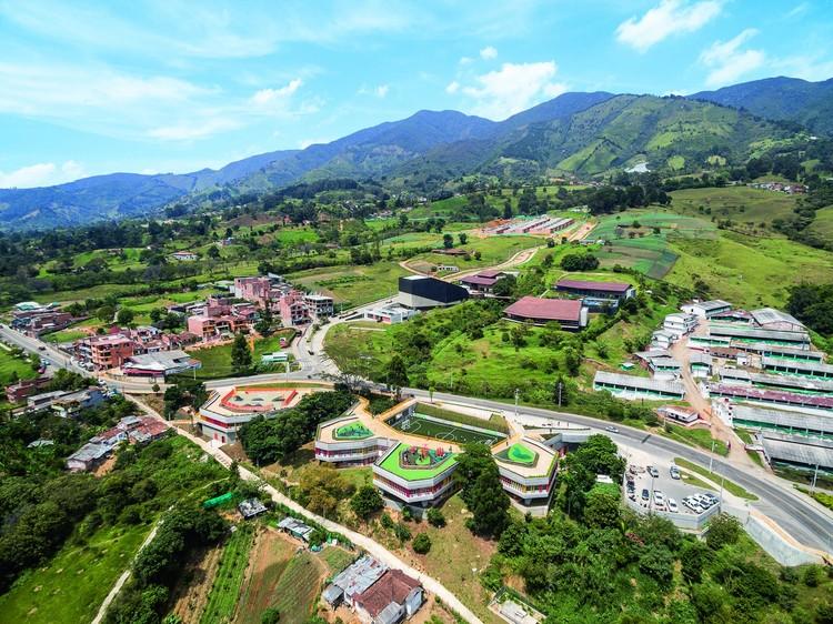 UVA El Paraíso / EDU - Empresa de Desarrollo Urbano de Medellín. Image © Alejandro Arango