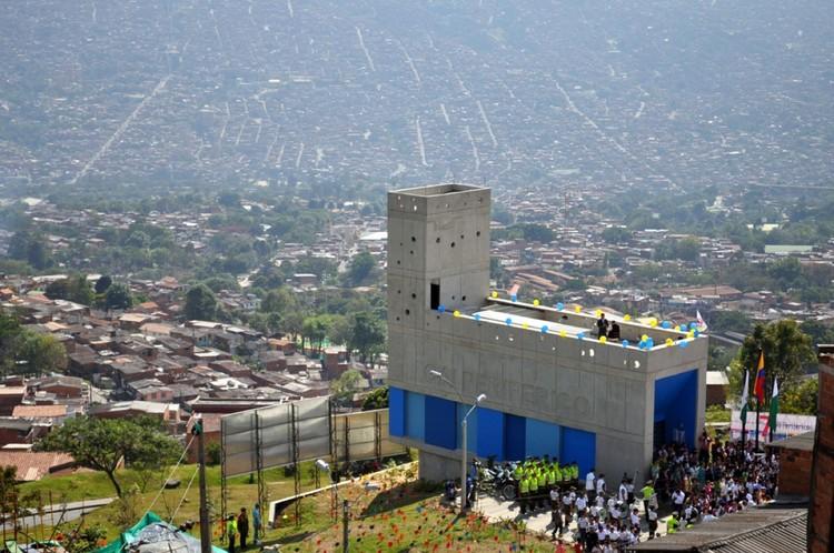 CAI Periférico Medellín / EDU. Image Cortesía de EDU