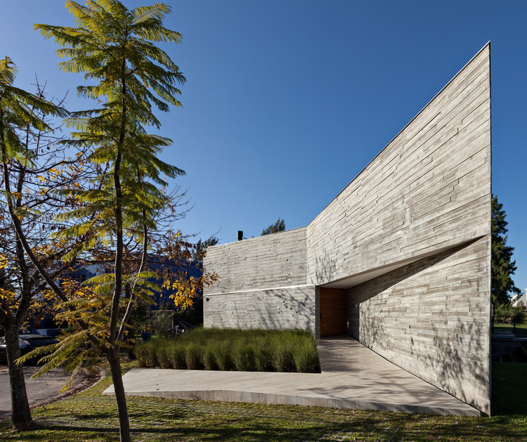 L House / Alric Galindez Arquitectos, © Albano Garcia