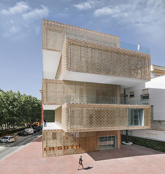 Centro Cultural La Gota - Museo del Tabaco / Losada García. Image © Miguel de Guzmán