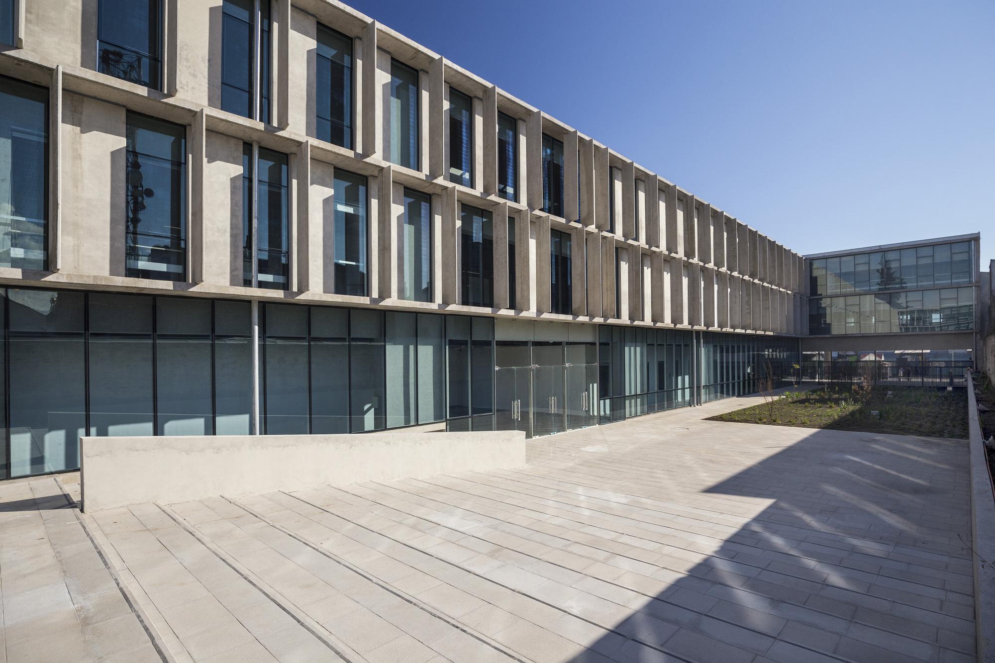 Galer A De Edificio Institucional Del Ministerio Chileno