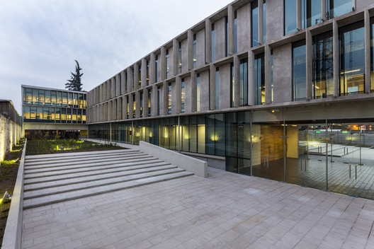 Ministry of Housing and Urban Development Building / Carreño Sartori Arquitectos