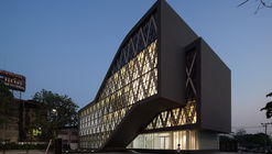 Saengthai Rubber Headquarter / Atelier of Architects
