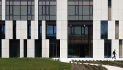 Sunstar Headquarter  / Alhadeff Architects
