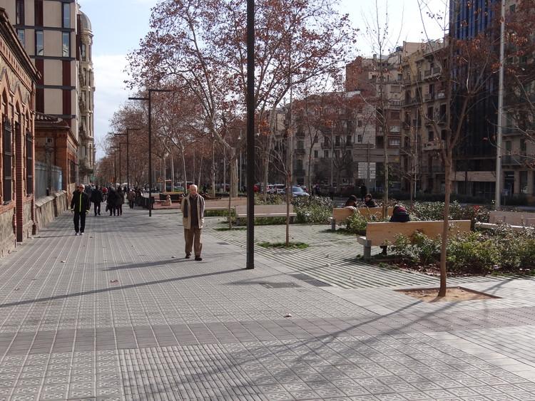El desarrollo en las ciudades va de la mano con la recuperación del espacio público para los peatones, seguridad y ornato. Image © Aldo Facho Dede