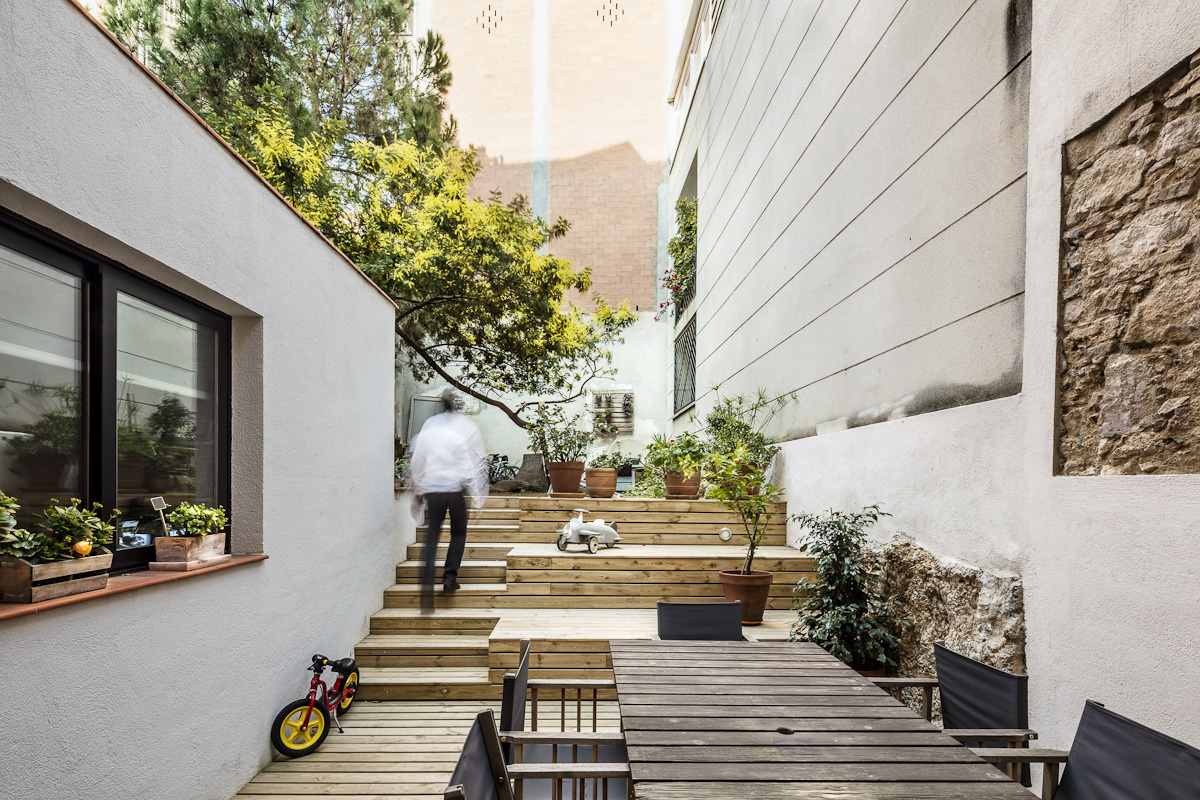 Refurbishment in sarri sergi pons architects archdaily - Jardines pequenos de casas ...