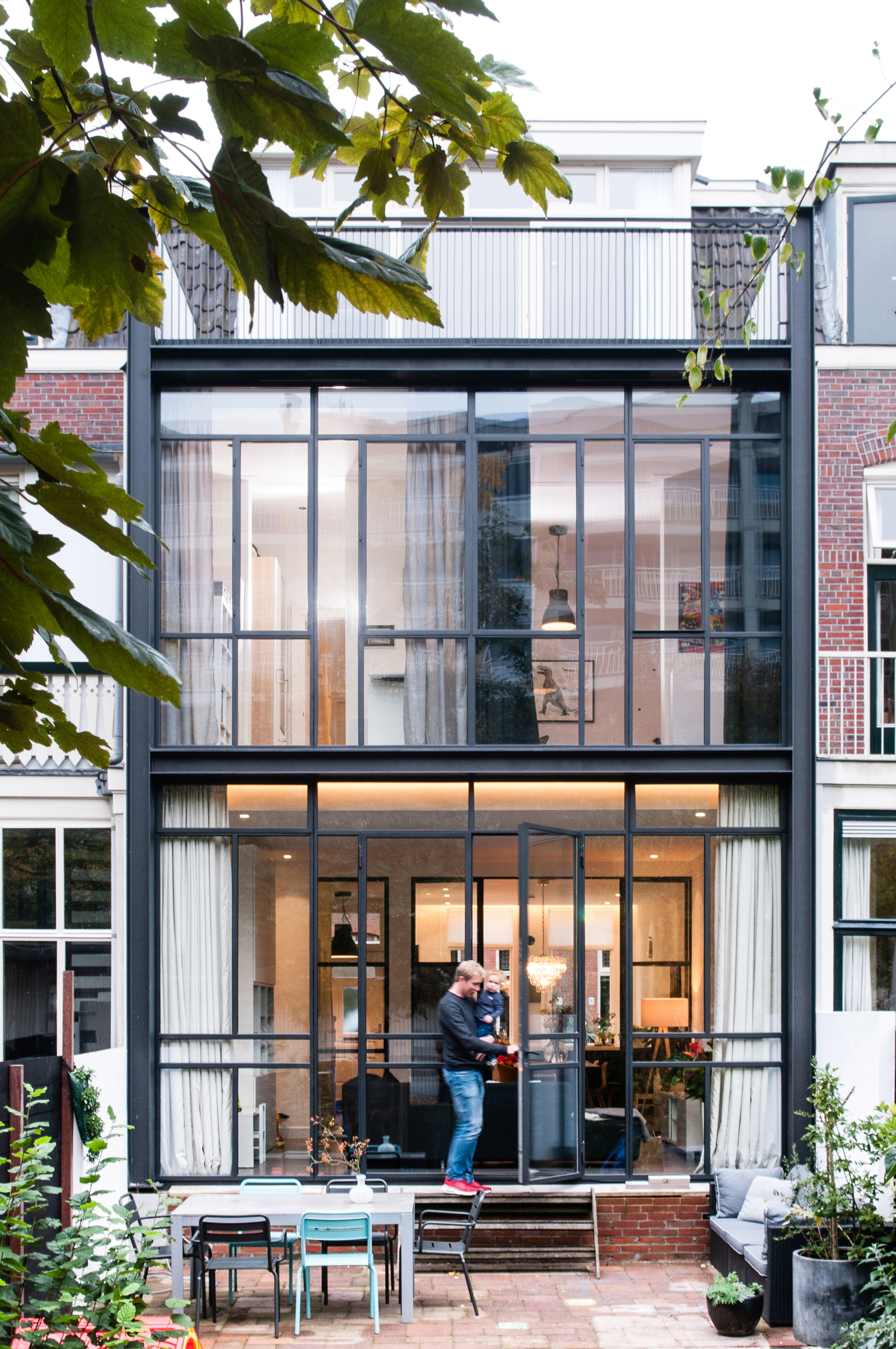 Renovation of a 30 39 s row house lab s archdaily for Homes plus designers builders inc